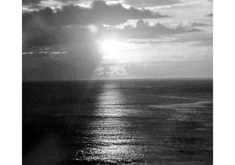 朝明けの太陽は、火の神信仰の根源である(写真提供/むぎ社)