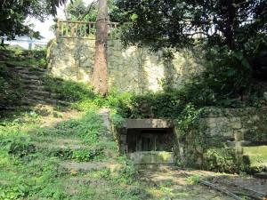 写真7/末吉町北側にある井戸の一つ。現在も生活用水として使われている