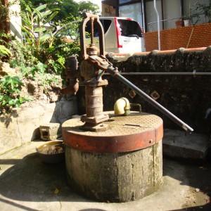 写真5/東ヌカー。井戸の組み上げポンプが懐かしい
