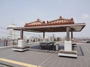 写真4/参拝時の休憩所として那覇市街を一望できる慈眼院の東屋