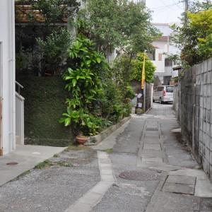 写真1 現在のスージ通り。道路を見ると、排水溝が後で設置されているのが分かる