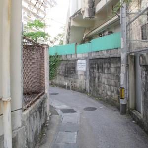 写真6.住宅地の中を、曲がりくねりながら進む