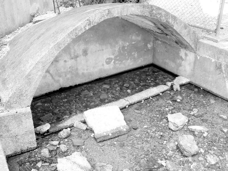 火の神を取り替える際に、古い火の神のご神体を捨てた川(ミーガー、国頭村)