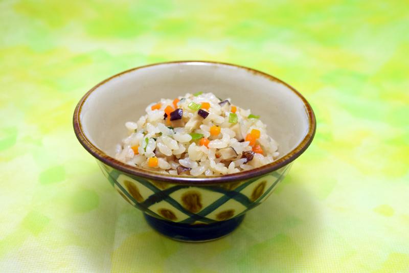 沖縄の炊き込みご飯(クファジューシー)