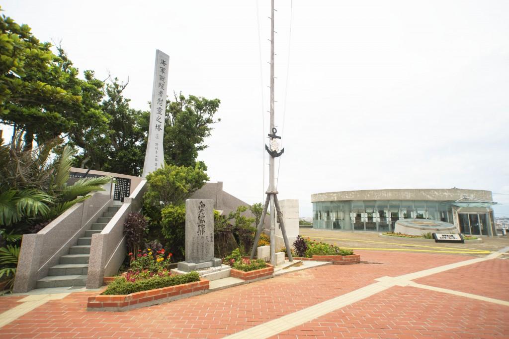 平和学習に利用される沖縄戦下の壕跡や、展望台・売店など