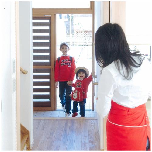 子どもの「ただいま」の表情を、出迎えながら確認できる玄関が理想