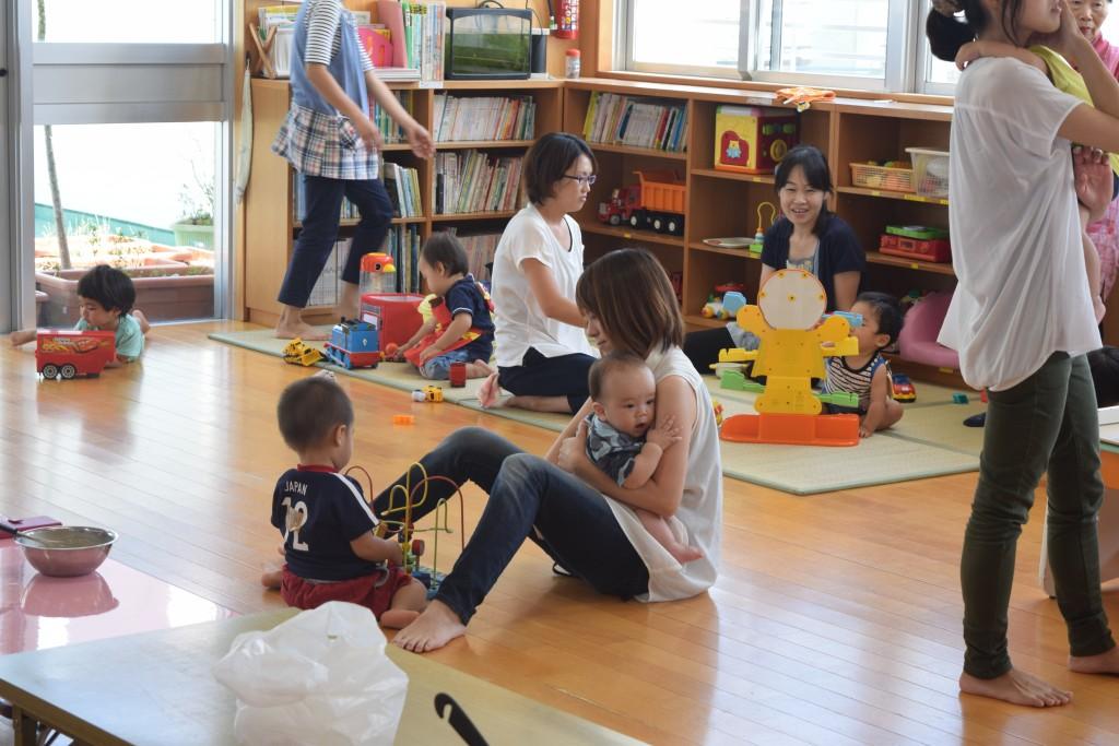 教室の中は20畳ほどのフローリングでとっても広々