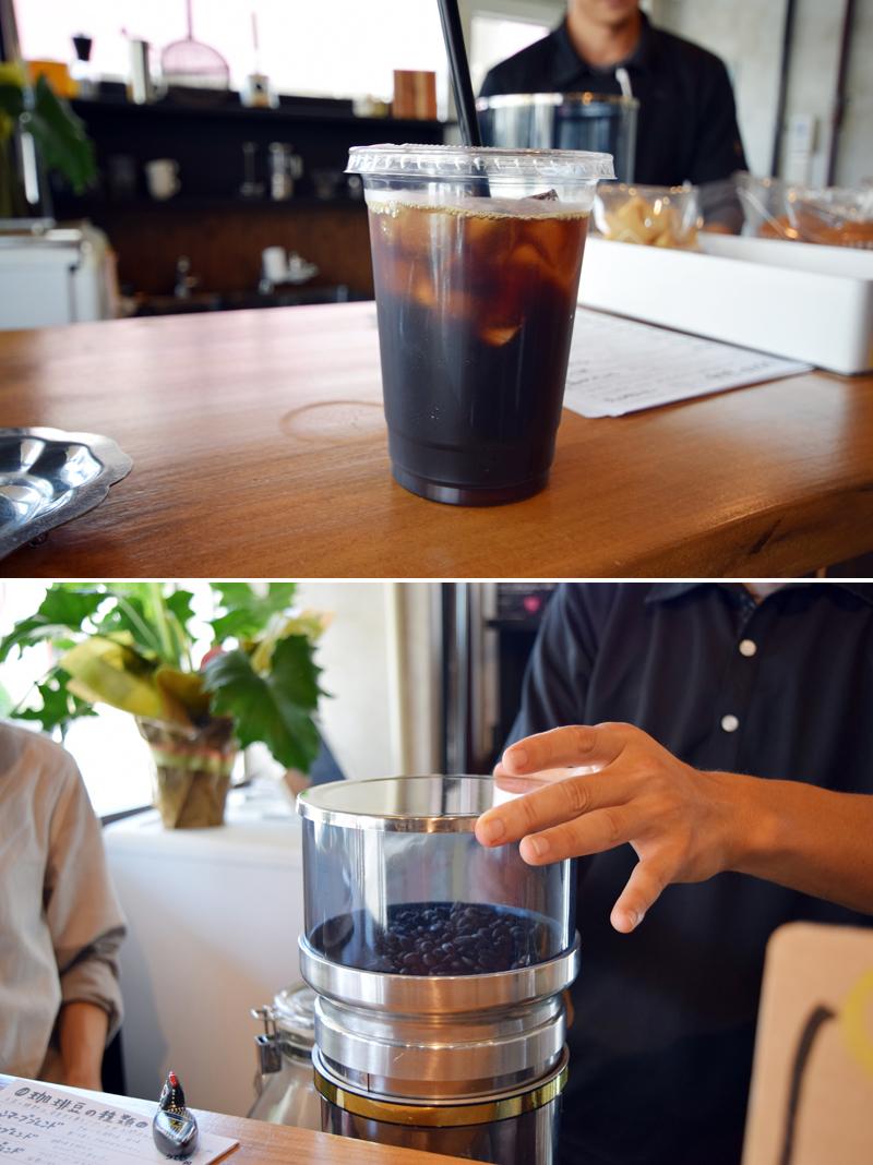 """写真上/アイス用にブレンドされた珈琲は、苦みの中にもほどよい酸味、クリアな喉ごしが沖縄の夏にはぴったりです♪ 写真下/抽出する時に豆をミルで粉砕。豆の状態のほうが劣化が少なく、美味しい珈琲ができあがるそうです♪(豆の持ち帰りの際に""""豆のまま""""もしくは""""挽く""""がえらべるそう)"""