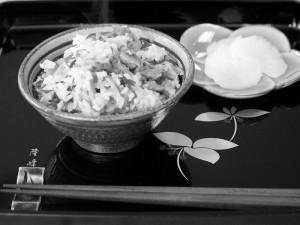ウンケーの夕食に、ショウガの葉入りの「ウンケージューシー」を供える家庭も多い
