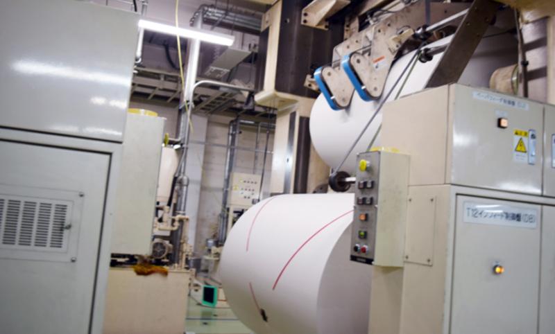 印刷センター見学。新聞用の巻紙は広げれば約16kmもあるんだとか・・・