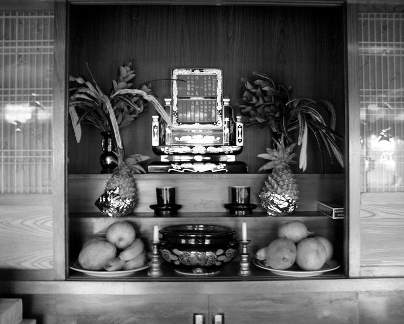 トートーメー(位牌)は、沖縄の信仰生活の要となっている