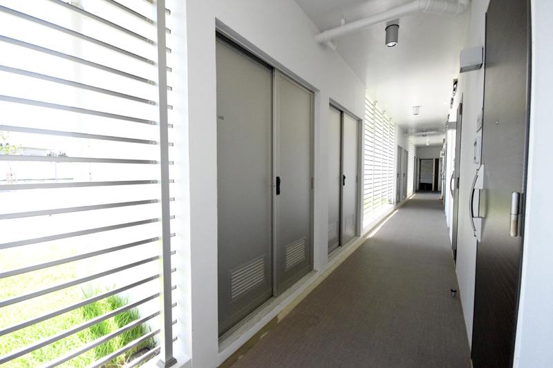 各戸に一つずつトランクルームを設け、ダイビングの機材などが収められる