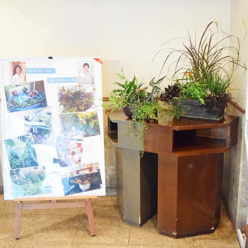会場入り口には伊波さんと玉井さんの作品も展示され、来場者を楽しませた