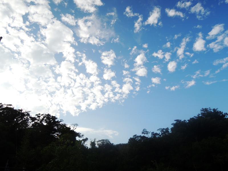 沖縄の秋空