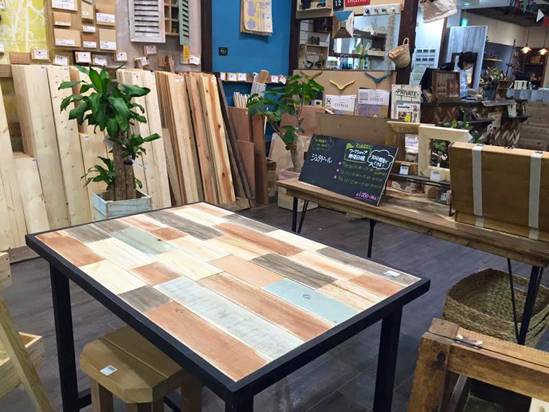 だれもが気軽にDIYを楽しめるようさまざまな材料や工具を取りそろえている体験型DIYショップ「tukuriba(ツクリバ) DIY&GREEN」二子玉川店。各種ワークショップも開催している=東京都