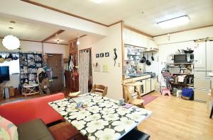 LDK。高さのある家具は置かずに見渡しよく工夫