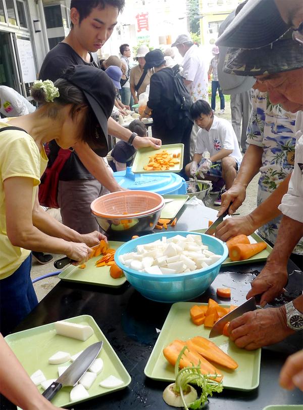 炊き出しでは具の大きさなど、高齢者や子供も食べることへの意識が必要