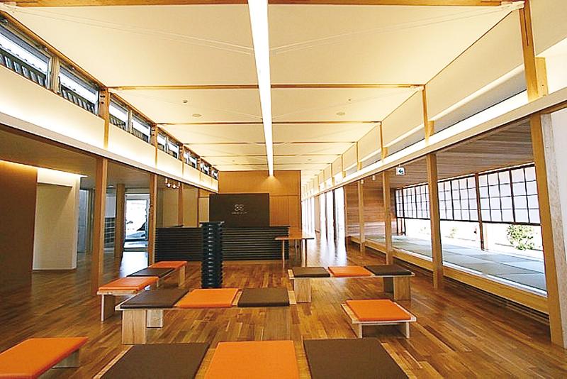 建築家や照明の専門家と共同でプランを練った診療所=長崎県南島原