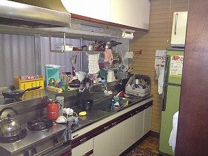 リフォーム前のキッチン。壁際にあった