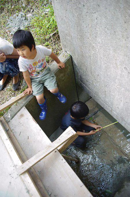 普段は穏やかな子どもたちの遊び場。でも雨が降ると…。